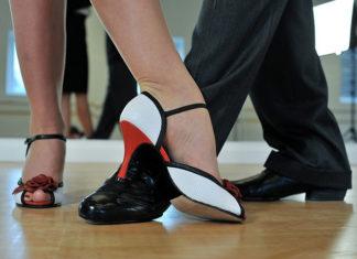 Przez taniec na salony - kariera tancerzy telewizyjnych