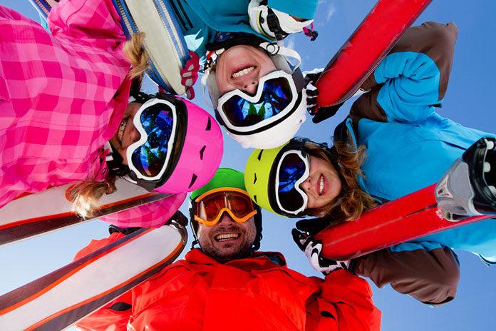 Jakie ubezpieczenie kupić przed rodzinnym wyjazdem na narty?