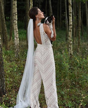 Moda ślubna w odważnym wydaniu – kombinezon ślubny