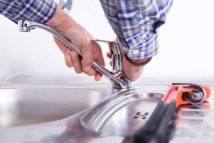 Zepsuty kran w kuchni? Nie panikuj, poradzisz sobie samodzielnie!