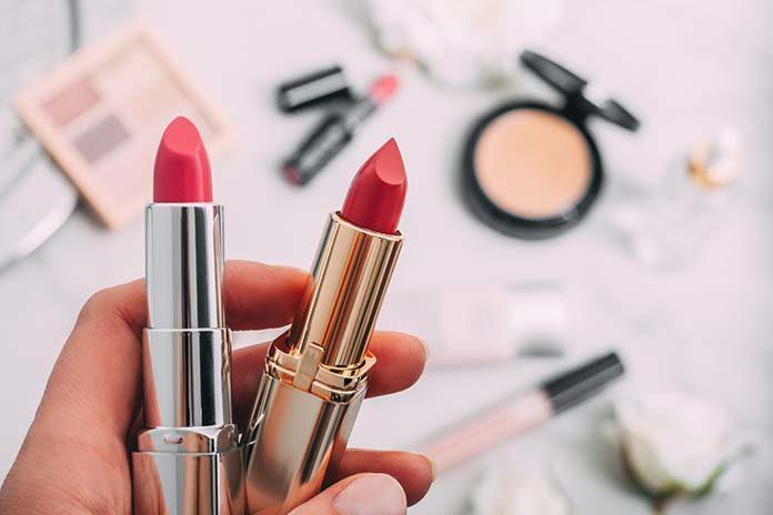 Jak w kilku krokach zrobić makijaż? Jak robią go profesjonalistki?